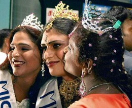 """SALEM 13/04/2010: Motivational Event: Transgenders celebrated beauty pageant at their """"Sangamam"""" meet in Salem Savitha (centre) from Kerala was adjudged on the """"Miss India"""". Photo: P_Goutham"""