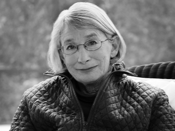 Why We Can't Separate Mary Oliver's Queerness From Her Poetry
